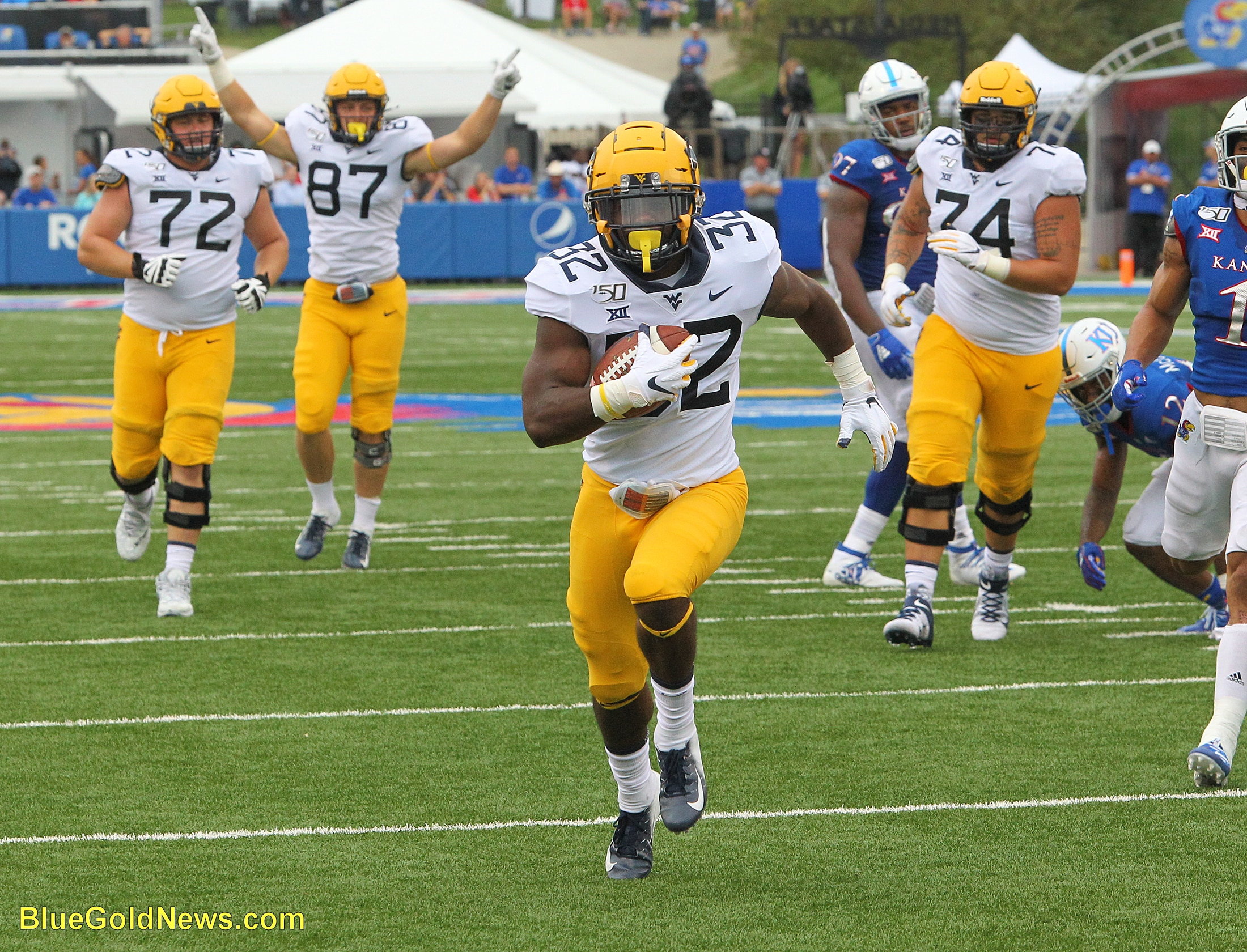 West Virginia running back Martell Pettaway (32) breaks into the clear for a touchdown