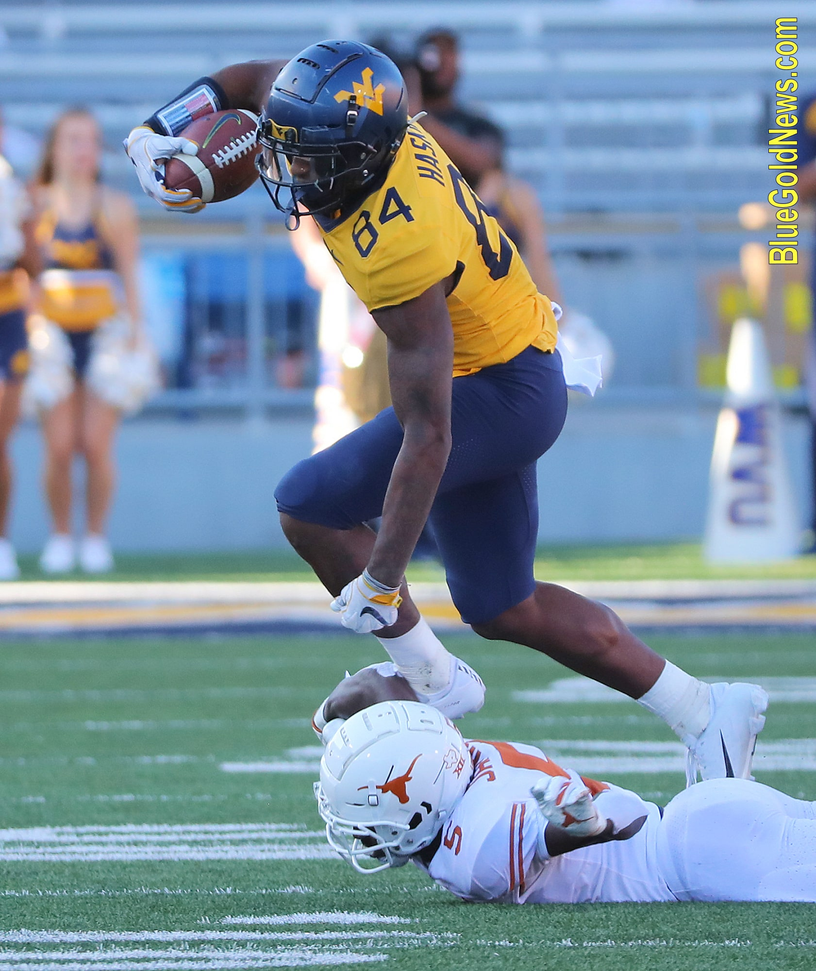 West Virginia tight end Jovani Haskins (84) gets past Texas' D'Shawn Jamison (5)