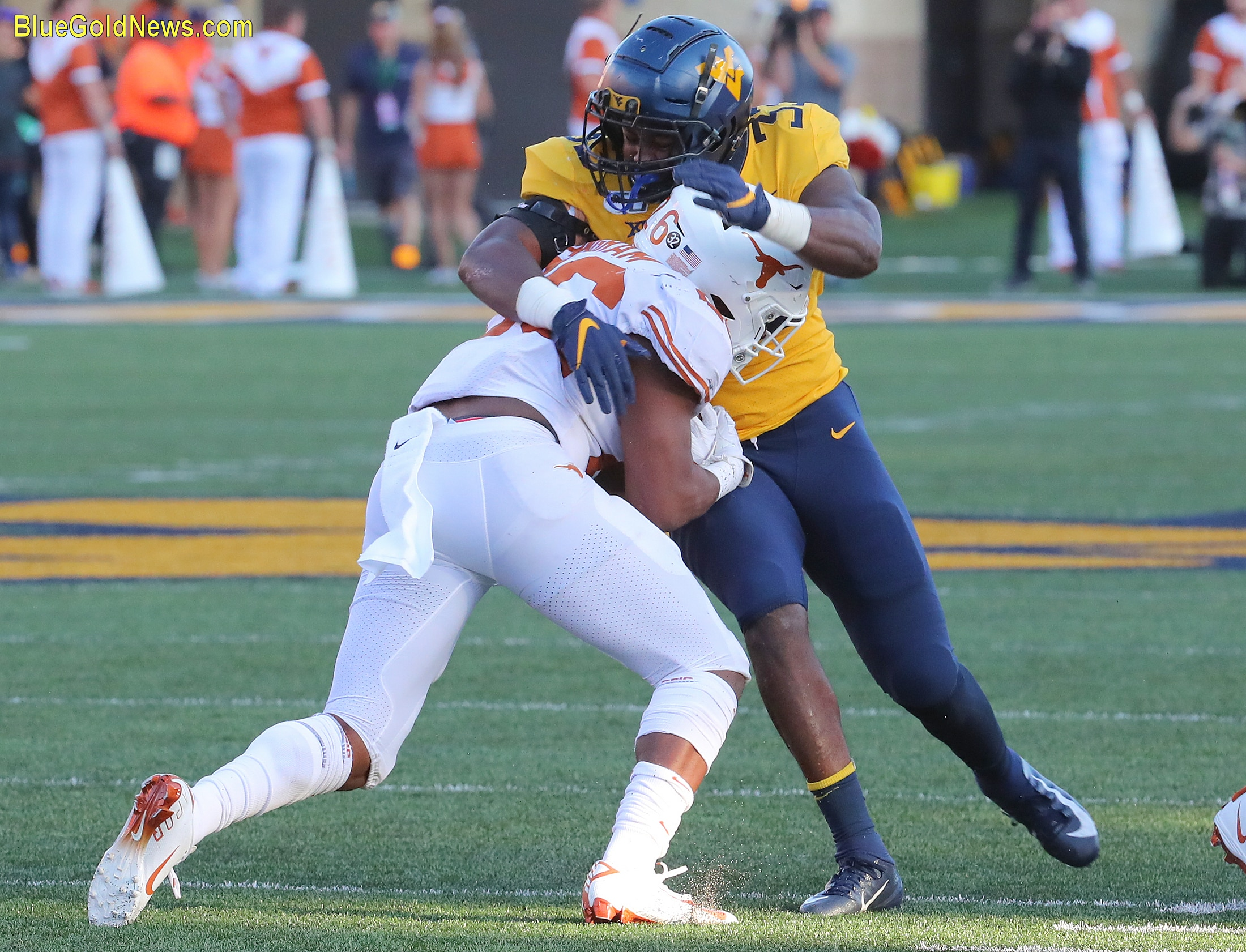West Virginia bandit Quondarius Qualls wraps up Texas' Keontay Ingram (26)