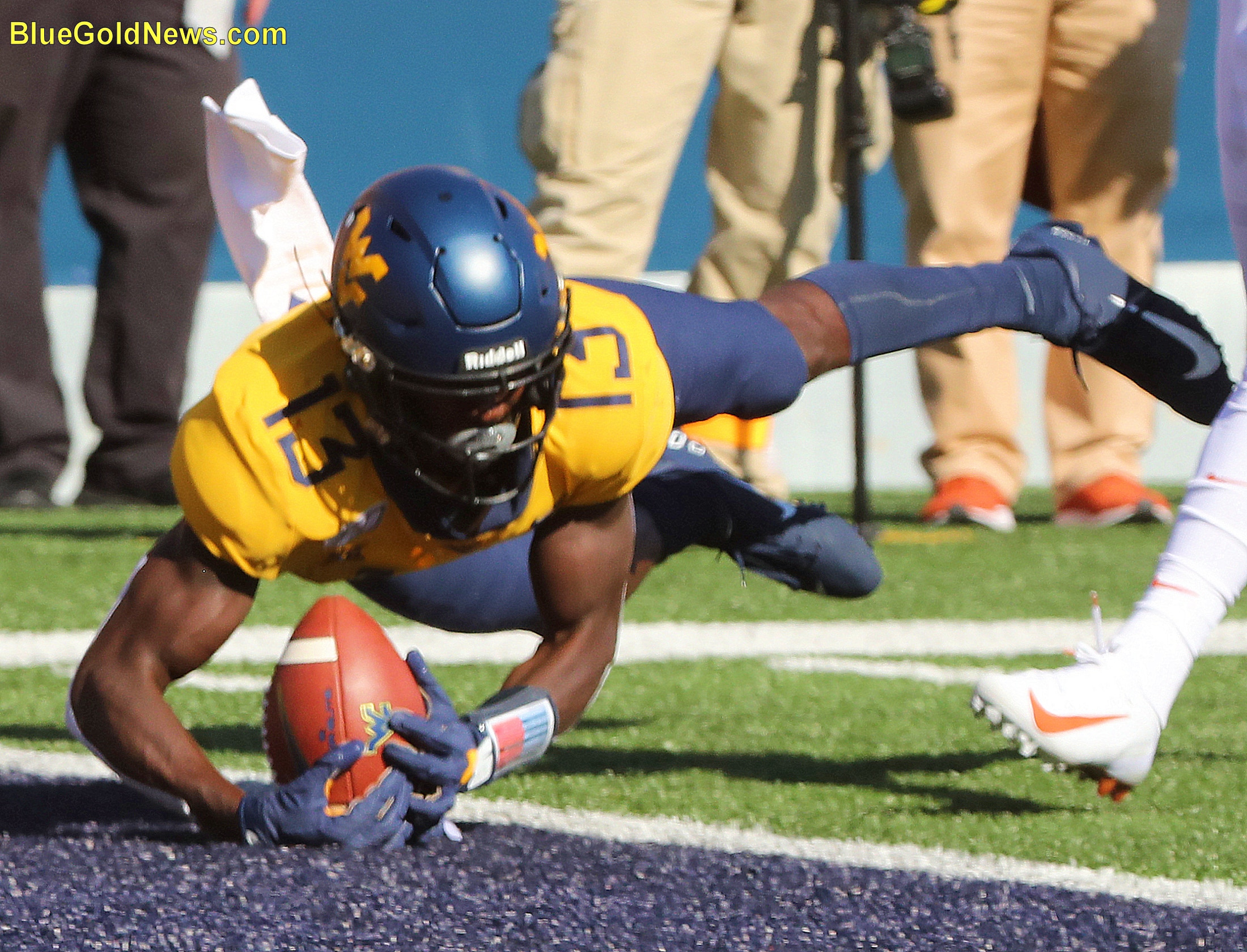 West Virginia wide receiver Sam James cradles the ball on a touchdown reception