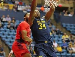 West Virginia forward Oscar Tshiebwe dunks