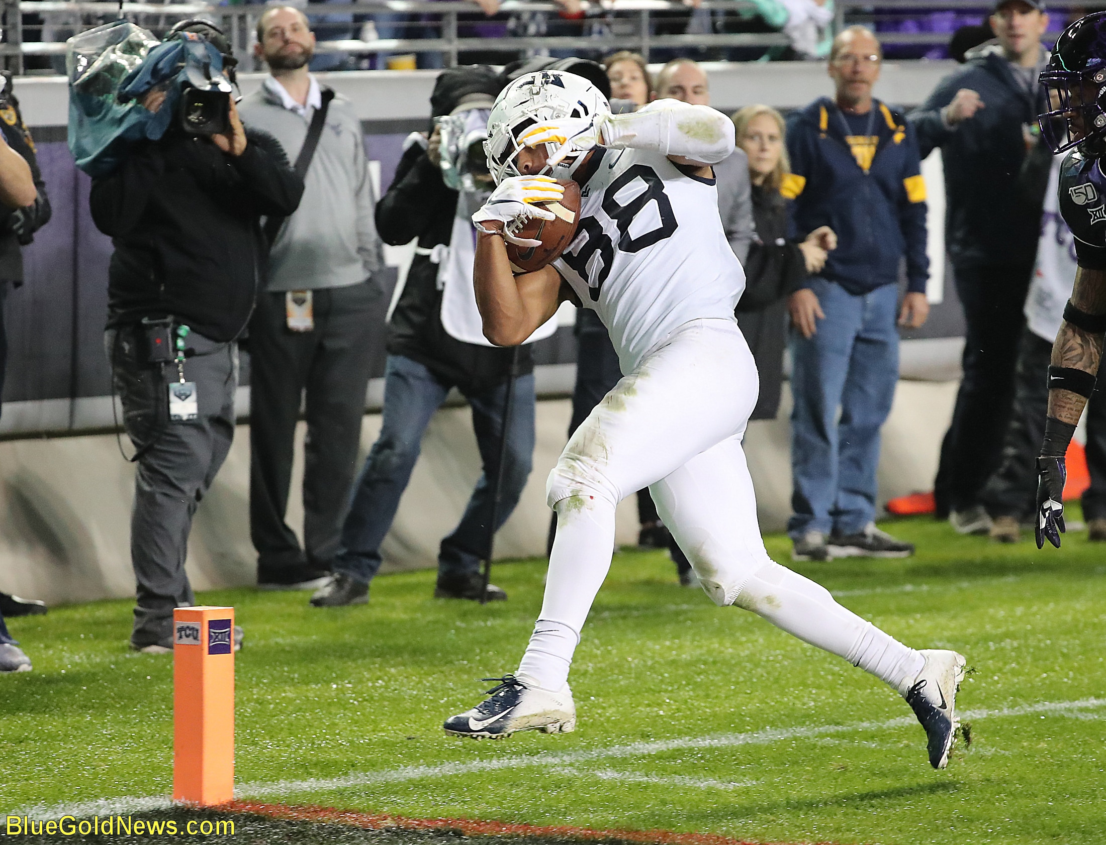 West Virginia receiver Isaiah Esdale taps inside the pylon for the winning touchdown against TCU