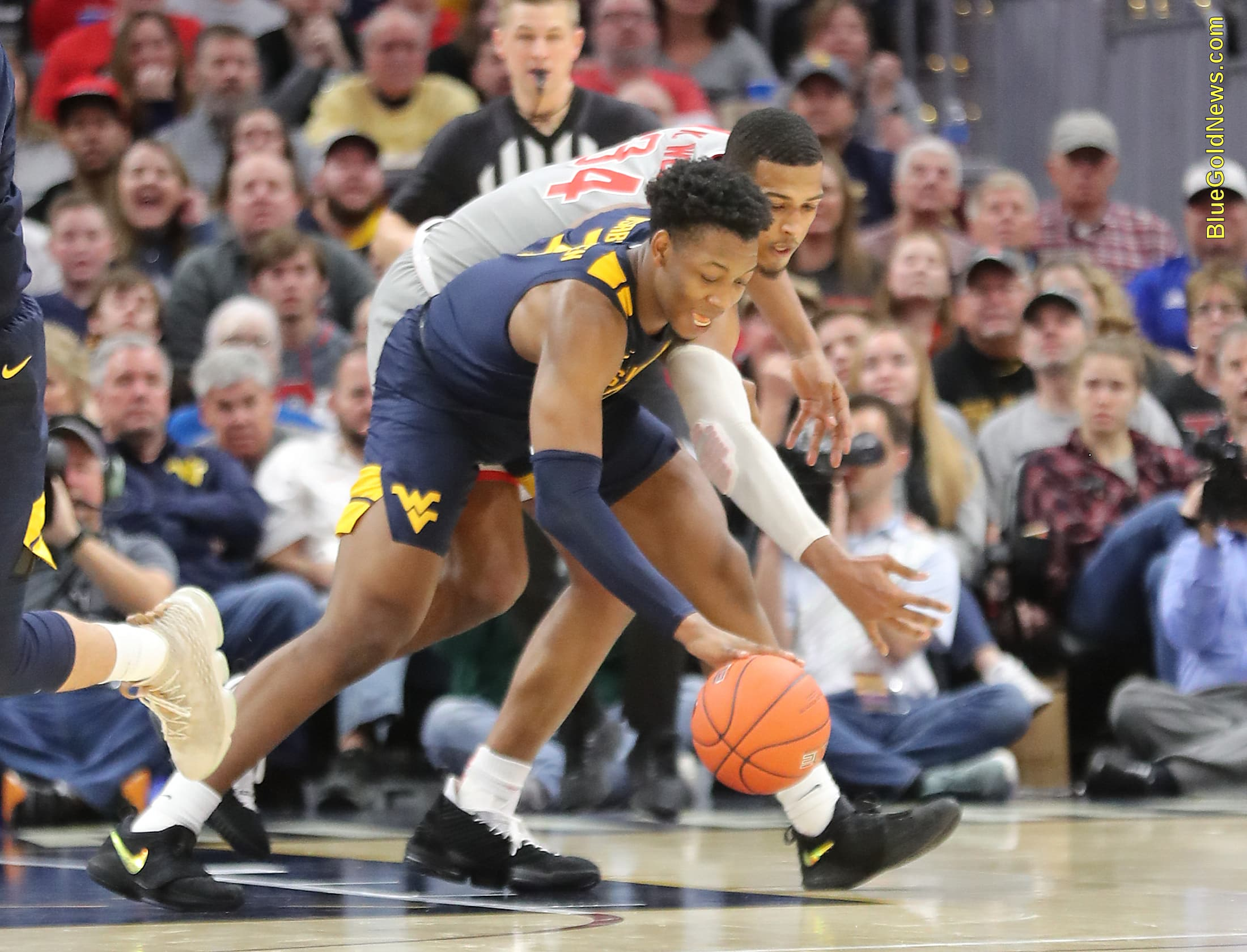 West Virginia forward Gabe Osabuohien steals the ball from Ohio State's Kaleb Wesson