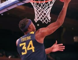 West Virginia forward Oscar Tshiebwe scores on a reverse layup