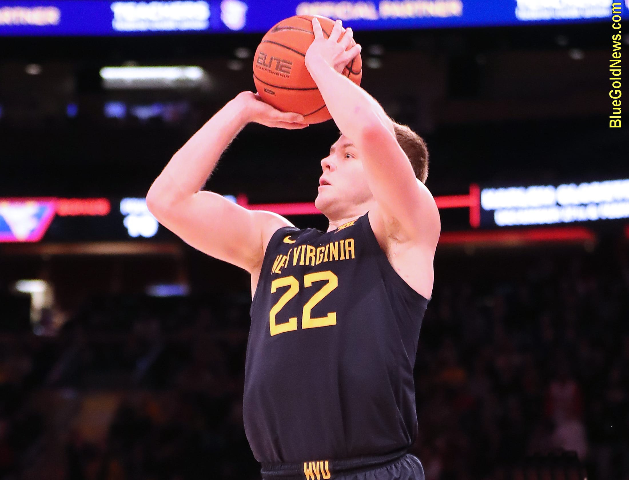 West Virginia guard Sean McNeil hits a late 3-pointer to tie the game against St. John's